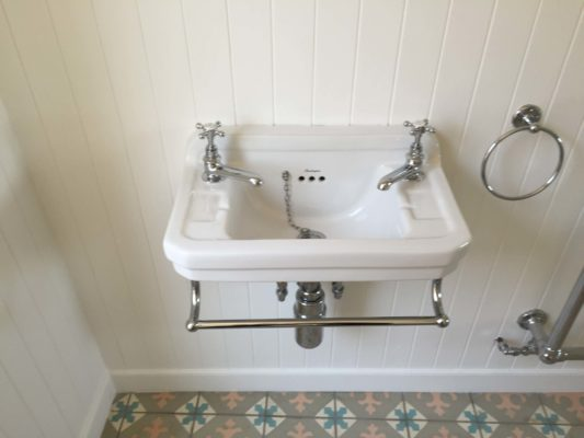 traditional sink, patterend tiles