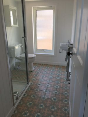 simple traditional bathroom with patterned tiles